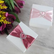 Diamonté favour boxes in dusky pink and baby pink